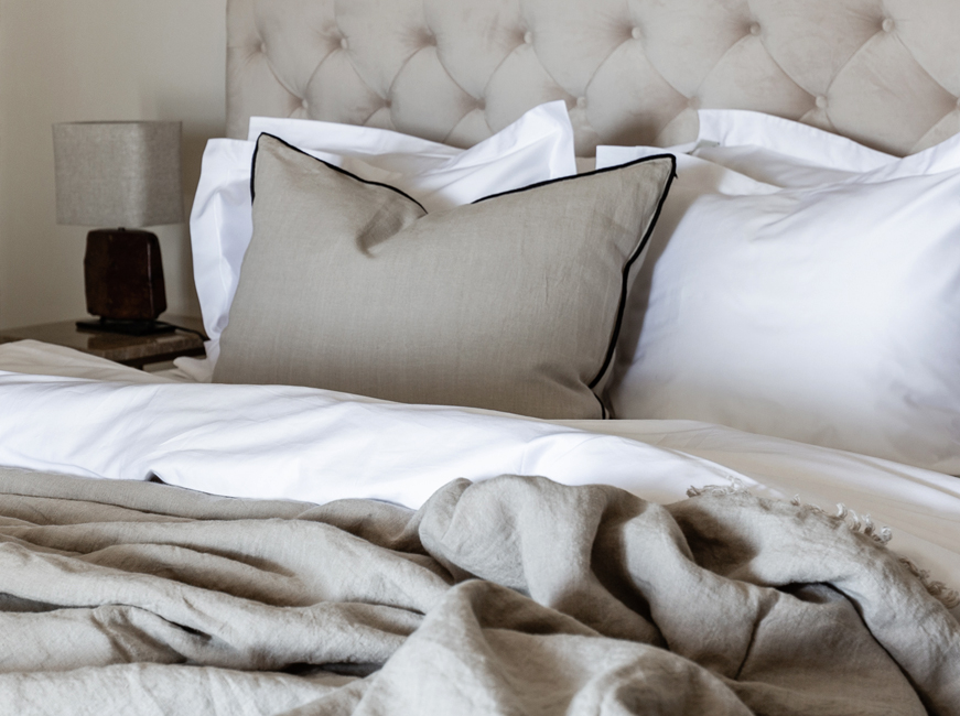 Savannah Greige bedlinen, bedspread and cushion cover color Stone Greige